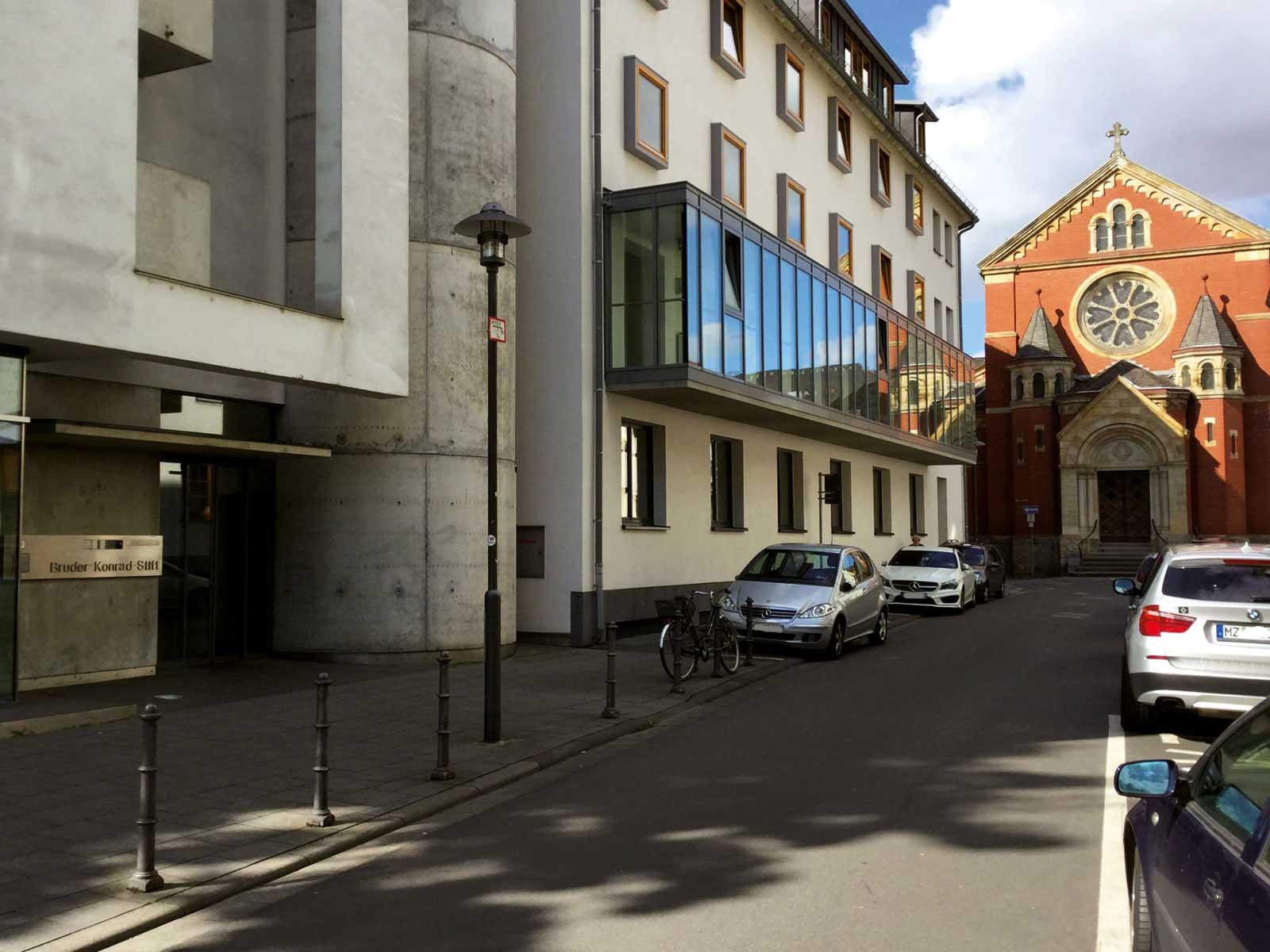 Seniorenzentrum-Bruder-Konrad-Stift-Haupteingang-6