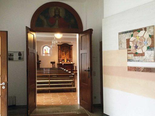 Seniorenzentrum-Bruder-Konrad-Stift-Hauskapelle-St-Anselmus-Eingang-1