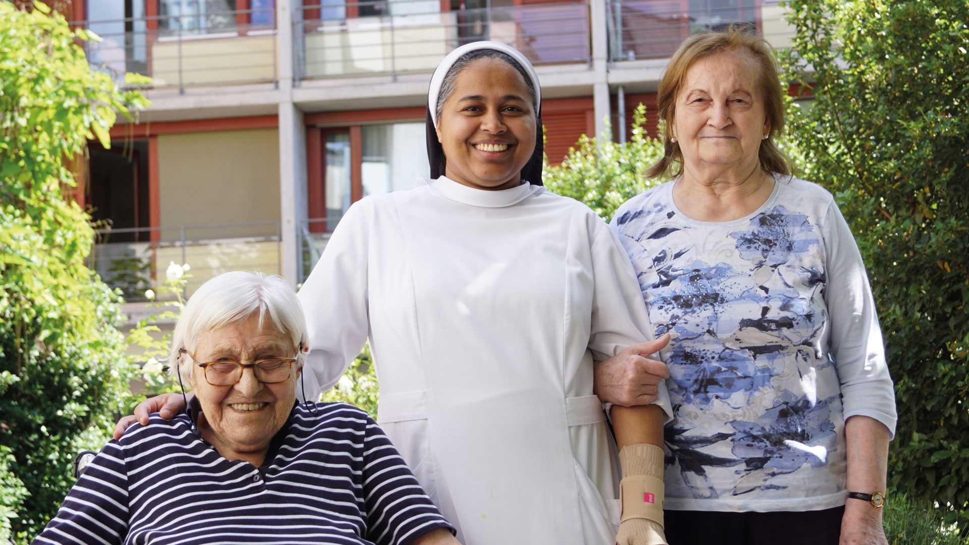 Seniorenzentrum-Bruder-Konrad-Stift-Schwestern-mit-Senioren-6