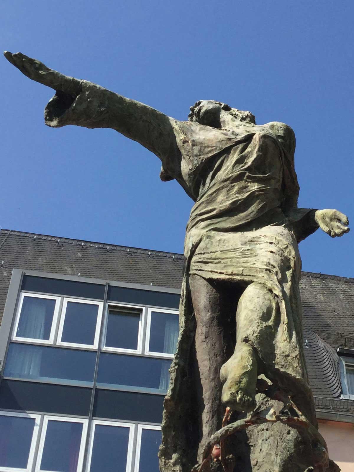 Seniorenzentrum-Bruder-Konrad-Stift-Statue-3